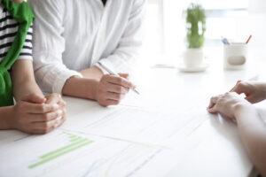 親族内承継の割合は減少傾向?事業承継を取り巻く課題も解説