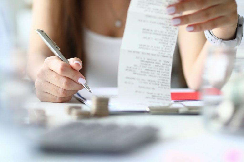 個人の株式譲渡計算で必要な取得費にあてはまるのは何か