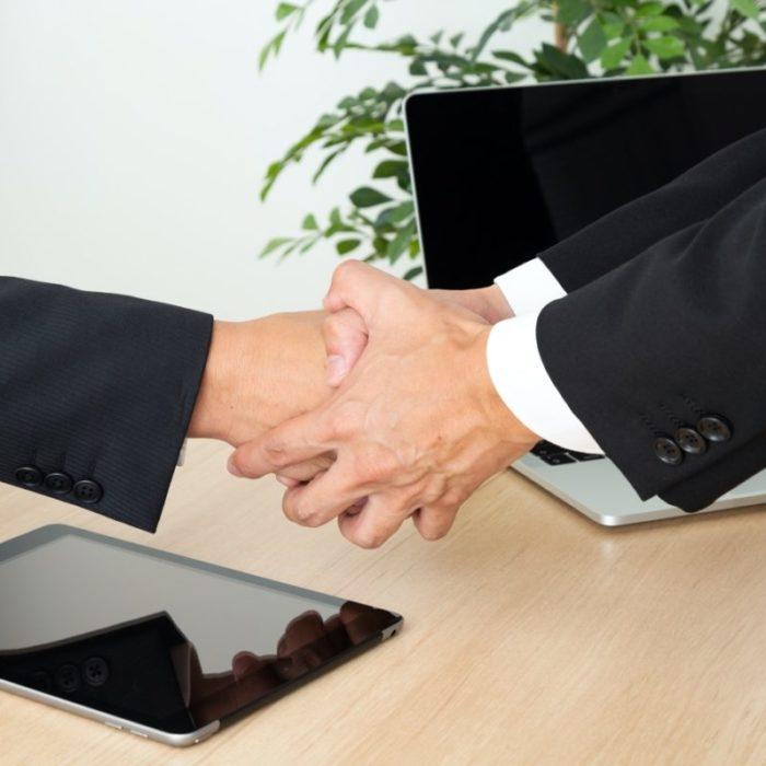 吸収分割の基礎知識|事業譲渡との違いやメリット・デメリットを解説